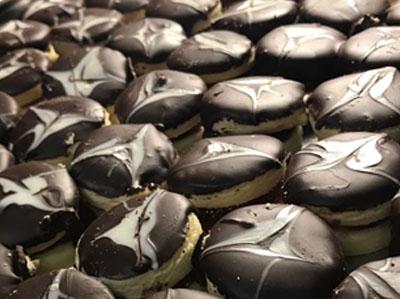 bombas de chocolate, confiteria la piedad, alfajorcitos