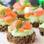 negritos con salmon, bocaditos, menu para cumpleaños